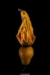 La belle et la bte (Yves Kroack) Tags: stilllife reflection yellow jaune pear naturemorte poire rflexion courge canonef100mmf28 canon5dmarkiii yveskroack