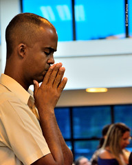 A igreja busca a Deus em orao (Primeira Igreja Batista de Campo Grande) Tags: church god prayer igreja templo ramos f orao deus splica gilmarramos ediojooluizlima wwwpibcgrjorgbr editorjooluizlima fotografiagilmarramos