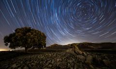 Startrails (Alfredo.Ruiz) Tags: night canon noche nocturna alava startrails 14mm circumpolar samyang elvillar lahechicera dokmen