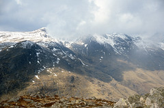 Crinkle Crags (l4ts) Tags: snow landscape nationalpark lakedistrict cumbria fells filmscan moorland slidescan kodakektachrome lowcloud oxendale pikeoblisco crinklecrags vuescan olympusom4 nikoncoolscaniv zuiko35mmf28 britnatparks crinklegill