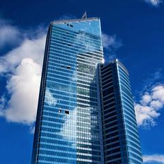 La tour First. La Dfense, Paris (jjcordier) Tags: architecture bleu reflet nuage immeuble dfense quartier puteaux affaires