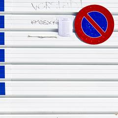 Vorstadt (zeh.hah.es.) Tags: blue red white rot lines sign fence schweiz switzerland construction zurich schild zrich blau zaun constructionsite trafficsign weiss verkehrsschild kreis5 linien bauzaun