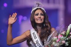 Por grosera le quitan la corona de reina (Tu Nexo De) Tags: missuniverse misspuertorico kristhieleecaride tunexode tnxde destronada