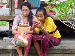Pura Batukaru . (Franc Le Blanc .) Tags: people bali temple lumix women sitting candid panasonic sit hindu seated batukaru