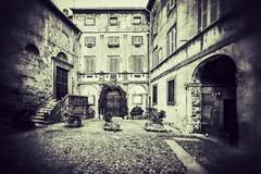 piazza castello (brucexxit) Tags: medieval viterbo lazio medioevo piazzacastello tuscia bagnaia altolazio piazzacastellobagnaia