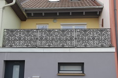 Cast iron gate at Hauptstrae 31 in Zell am Main (Bjrn S...) Tags: bayern bavaria franconia franken zell baviera franconie bavire castirongate zellammain zellamain guseisengitter hauptstrase31 gusseisengitter