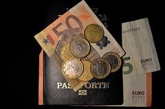 PREPARATIVOS DE VIAJE (ala_j22) Tags: viaje euro turismo placer dinero diversin pasaporte preparativos
