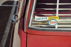 hier (2) (Nicolas Fourny photographie) Tags: canon classiccar vintagecar shadows dof details sigma depthoffield esso 18200 peugeot ombres exxon frenchcar youngtimer 600d peugeot204 profondeurdechamp