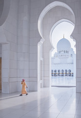 20160413 Marble and light DSCF1319.jpg (PowderPhotography) Tags: light boy white architecture hall arch fuji interior ngc halls crescent dome april fujifilm archway marble cartierbresson dhoti decisivemoment keffiyeh dishdash 2016 mozarab thawb f284 xe2 sheikhzayedgrandmosque powderphotography julianmacedo creativecommonslicensedattributionnoncommercialnoderivs
