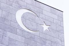 Hilal Botschaft Trkei (Christine Mller) Tags: berlin deutschland trkei fahne botschaft hilal mondsichel trkische trkisch