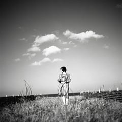 (Yo-sukE*) Tags: portrait blackandwhite film monochrome fuji 120film hasselblad f28 spd planar 80mm 500cm carlzeiss acros100  selfdevelopment