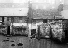 Rear of Hawkhill/Wallaces Pend (Dundee City Archives) Tags: old building green stone living photos dundee poor victorian well housing washing slums 1918 conditions hawkhill victorianhousing victoriantenements