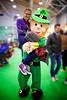 Rapita dal pupazzo (ivan.cortellessa) Tags: verde festival casa colore occhi ricci luci rosso palle capelli occhiali divertimento caramelle sorrisi sguardi cocomeri dolcezze chioco gioch