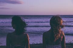 quin pudiera tan liviano fluir? (Gabriela Rosell grfica-foto-mente) Tags: sunset sea summer beach mar women wind violet playa enjoy espalda beautifulwomen mujeres amistad backshot disfrutar montehermoso