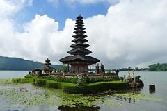 Ulun Danu Beratan Temple (Cagsawa) Tags: ulundanu ulundanuberatan ulun danu beratan temple bali indonesia hindu hindutemple shrine lakebratan bratan lake lx5 water watertemple