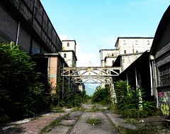 (thefrizz83) Tags: sky abandoned industry architecture decay abandonment destroy urbex abbandono decadenza edificidismessi
