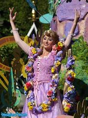Mickey's Soundsational Parade (Disneyland Dream World) Tags: park white snow princess disneyland disney parade resort aurora belle neige cinderella blanche aurore princesse mickeys cendrillon rapuzel raiponce soundsational