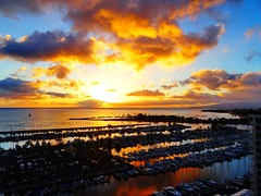 It simply takes your breath away! (peggyhr) Tags: sunset marina hawaii thegalaxy 25faves peggyhr thegalaxyhalloffame dsc01518ab