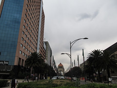 "Mexico City: Avenida de la Reforma (les Champs-Elysées mexicains) <a style=""margin-left:10px; font-size:0.8em;"" href=""http://www.flickr.com/photos/127723101@N04/25263988519/"" target=""_blank"">@flickr</a>"