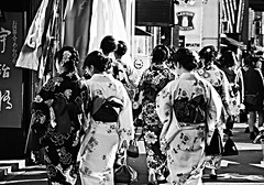 Japanese dolls in Kyoto (__Thomas Tassy__) Tags: world street camera trip travel girls people bw white black color art beautiful beauty japan canon wow wonderful fun photography eos 350d idea photo amazing cool nice fantastic women kyoto perfect asia doll photographer shot superb artistic thomas gorgeous awesome great creative picture style atmosphere pic tassy best abroad stunning imagine gion moment capture inspire beau magnifique prise joli meilleur genial grandiose splendide