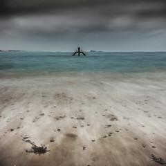 Le plongeoir de Bon Secours (Ludovic Lagadec) Tags: longexposure sea sky seascape beach landscape sand brittany bretagne playa breizh paysage plage saintmalo piscine stmalo hoya bonsecours swimingpool ndfilter poselongue nd8 bretagnenord ludoviclagadec