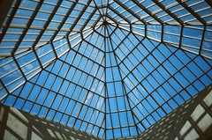 Metropolitan Museum of Art (B612星球) Tags: manhattan travel lca lomo film nyc 建築 建築物 城市 建築大樓 摩天大廈 戶外 newyork metropolitanmuseumofart architecture