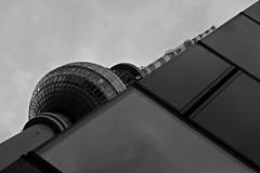 Berliner Fernsehturm (StellaMarisHH) Tags: bw berlin alex canon deutschland europa sigma alexanderplatz fernsehturm sw funkturm diagonale sigma18200 60d photoscape canoneos60d eos60d