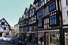 Ye Olde Bull Ring Tavern Ludlow (Eddie Crutchley) Tags: england sunlight outside pub europe shropshire tudor historic ludlow elizabethan markettown streetview halftimberedhouse