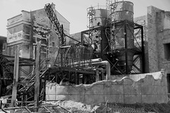 Desolation  Disneyland 6236BW (davidbruyere34) Tags: paris disneyland ruines