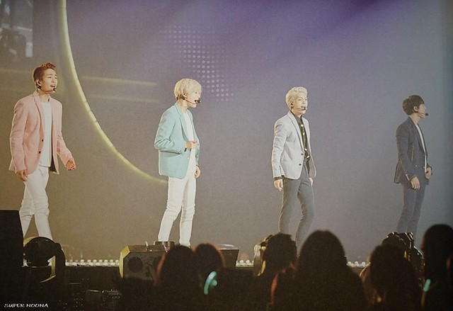 160421 SHINee @ Photobook SHINee World Concert IV 26638279251_6347f27ff8_z