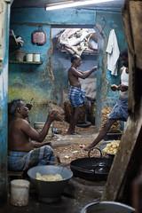 (Sbastien Pineau) Tags: india men kitchen night cuisine noche raw cocina nuit madurai tamilnadu hommes inde hombres pineau madura  sbastienpineau