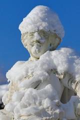Groer Garten (frodul) Tags: park schnee winter deutschland himmel hannover blau baum figur sonnenschein niedersachsen barockgarten herrenhusergarten grosergarten