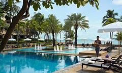 Een groot zwembad direct aan het strand (khemtit1) Tags: sport hua thani hin dusit recreatie