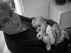 Pouna et Jules (Dahrth) Tags: blackandwhite baby blackwhite noiretblanc grandfather nb bb grandpre gf1 panasoniclumixgf1 lumix20mm 20mmpancake gf120