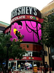 Hershey's, Las Vegas Blvd. (Gary Paul Smith) Tags: las vegas interesting hersheys strip blvd advertisment uniqueimage garypaulsmithcom imagesbygarypaulsmith