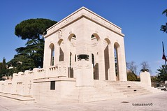 mausoleo garibaldino tomba mameli (tomasnot) Tags: rome roma garibaldi mausoleo gianicolo mameli