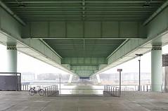 Feuerwehrzufahrt (Jürgen Hegner) Tags: bridge digital germany deutschland köln tageslicht brücke underthebridge jürgenhegner