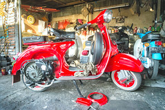 Vespa (kuuan) Tags: bali vespa scooter workshop motorcycle mf manualfocus 15mm voigtlnder ubud heliar superwideheliar aspherical f4515mm voigtlnderquot tf4515mm