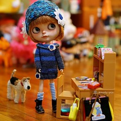 We received a couple of surprise gifts last night and Ma insists that we write Thank You notes right away!!! (Kewty-pie) Tags: hat miniature outfit chair doll thankyou desk gift blythe neo custom rement stationery tuttifrutti dollphotography toyphotography playscale toletole