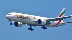 A6-EPH | Emirates | Boeing 777-31H(ER) (jANgsg) Tags: singapore emirates blueskies changiinternationalairport boeing77731her sinwsss a6eph cn42327