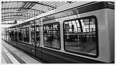 096/2016 Reflecting (doxpix73) Tags: berlin germany deutschland hauptbahnhof colorkey