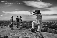(xiaomao zhang) Tags: street leica summer weather 35mm kid sunny auckland monochrom summilux onetreehill xiaomao 11874