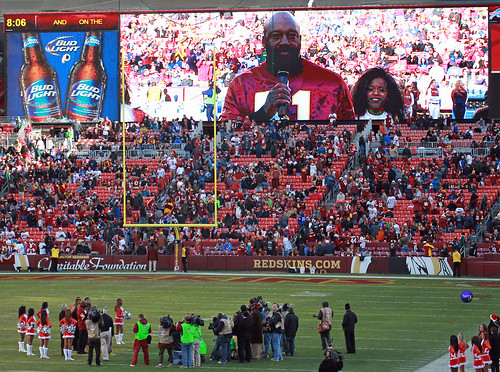 Former Redskins player Monte Coleman is honored at halftime into the Ring of Fame.