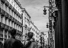 Strangers (Natalia Gonzlez Nouel) Tags: blackandwhite espaa valencia spain couple europe strangers streetphotography monochromatic romantic noise bnw streetpeople