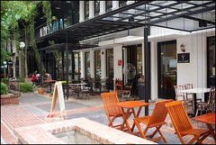 160109 Limapulo 33 (Haris Abdul Rahman) Tags: leica restaurant cafe malaysia kualalumpur leicamp heritagerow peranakanfood summiluxm35 wilayahpersekutuankualalumpur jalandoraisamy harisabdulrahman harisrahmancom typ240 limapulo fotobyhariscom
