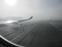 160209-jetplane-taxi-runway-fog-seatac-groundcrew-HA29-seat-43J (zverina.com) Tags: tarmac fog foggy seatac ha29 gatehold