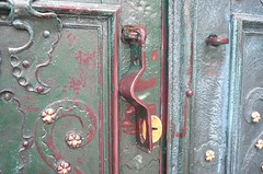 The Door and the Lock (VladPL) Tags: door leica old winter texture doors lock leicacamera olddoor doorfurniture metalfurniture leicaphotography leicadigital leicaphoto vladl leicaimages leicax2 leicaxseries lviv2016 vladplsphoto