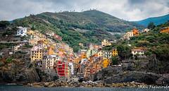 Riomaggiore (Juan Figueirido) Tags: summer italy holidays europe mediterranean italia liguria cinqueterre vernazza vacaciones manarola mediterrneo riomaggiore mardeliguria panasonicfz1000 juanfigueirido