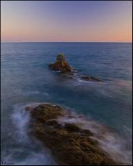 Rocas y horizonte (antoniocamero21) Tags: color marina atardecer foto o sony girona catalunya cala rocas llevad llorell