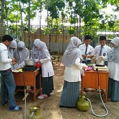 Pratikum koloid, membuat agar-agar. Duh cocok banget panas-panas gini, cemilin ager 😁 #repost Photo by : @indraningsihmaniez #school #putihabuabu #pratikum #SMA #elbantany #serang #Banten #Indonesia. http://kotaserang.net/1BFtNAa (kotaserang) Tags: school by indonesia photo 😁 duh sma repost banget gini agaragar ager cemilin membuat serang cocok banten pratikum instagram panaspanas ifttt putihabuabu koloid httpkotaserangcom indraningsihmaniez elbantany